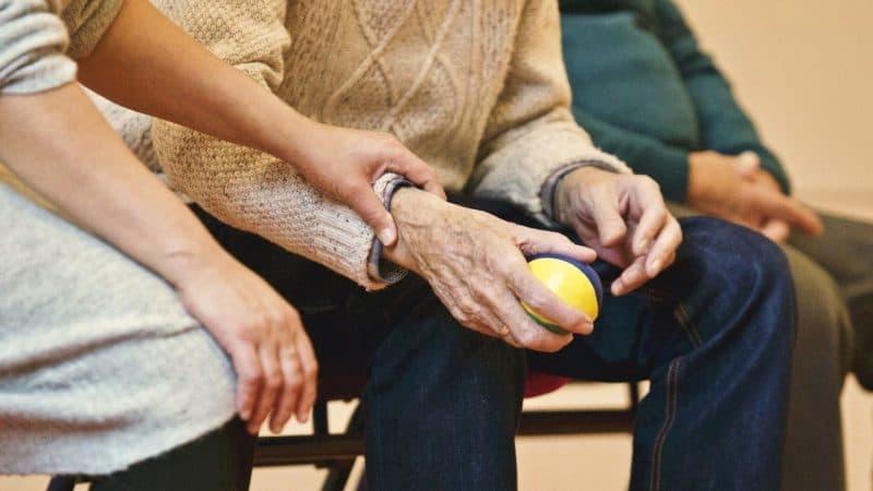 Prendersi cura di un  anziano fragile… ai tempi del Coronavirus