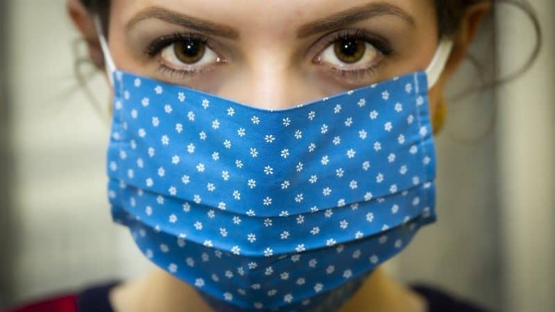Una proposta estrema per accelerare la ricerca sul vaccino contro il coronavirus