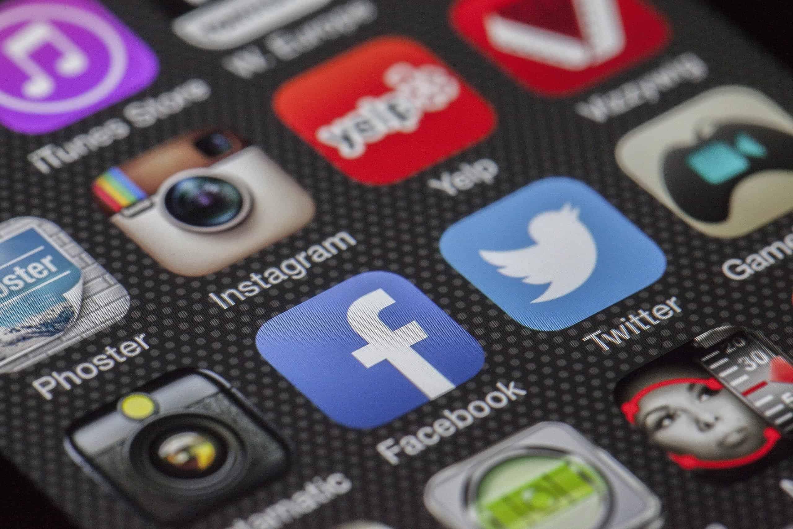 Rischi dei social network: tra sfide estreme e bisogno di approvazione
