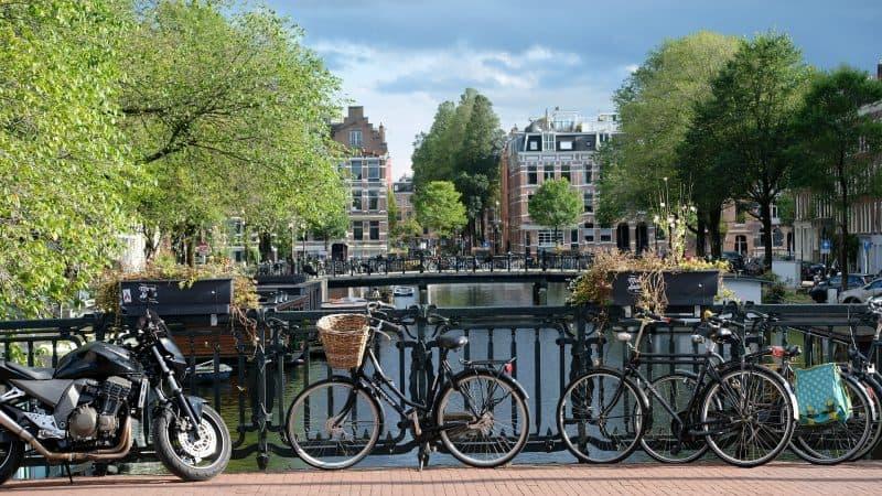 Uno studio rivela le città più felici al mondo: Amsterdam in cima alla lista